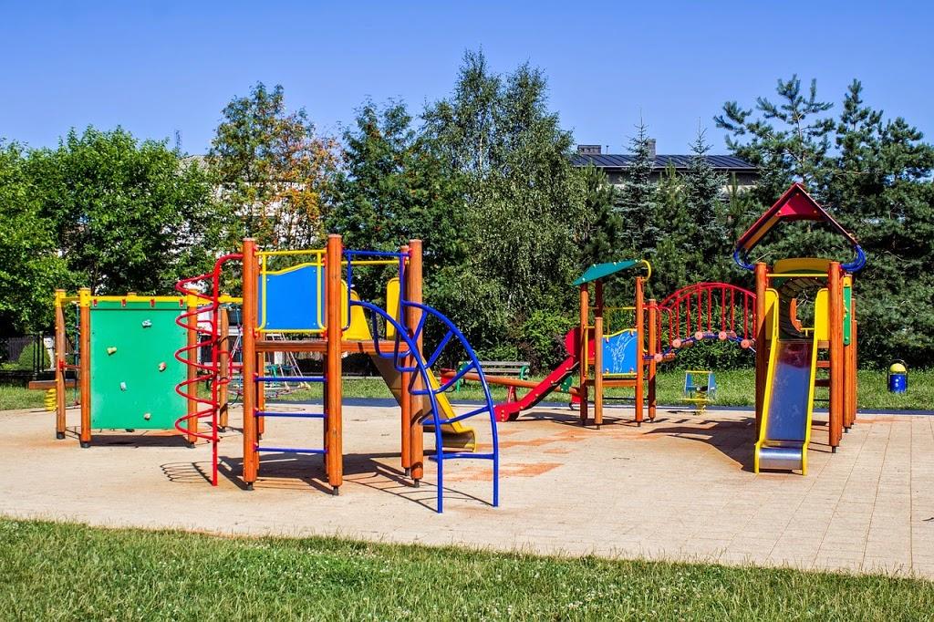 playground-653864_1280
